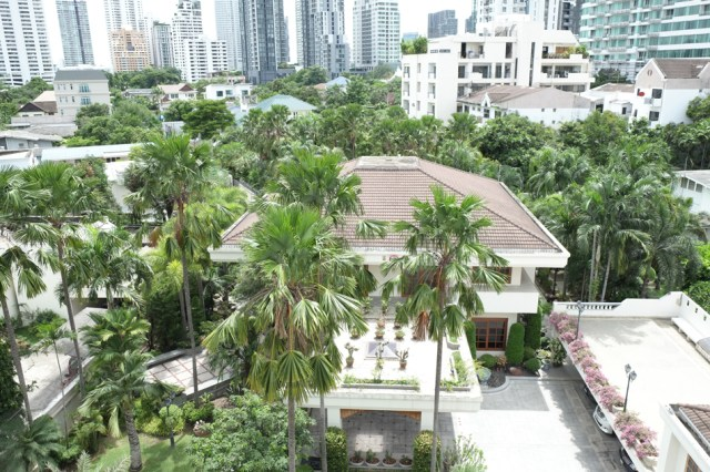 Condominium prices in Thong Lor are growing at a faster rate than in nearby side roads