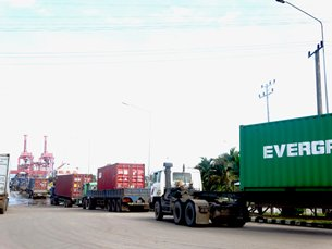 Photo: Trucks queuing outside the SAP.