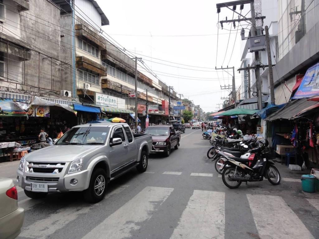 Nakhon Si Thammara main road in city