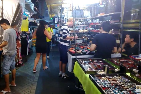 Vendors at Silom Night Market to be evicted
