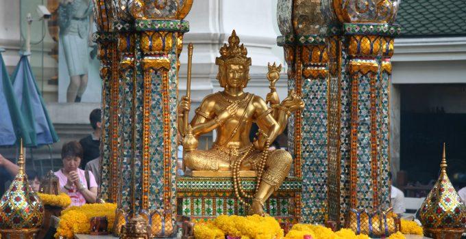 Bangkok Ratchaprasong Pray at The Erawan Shrine (Phra Phrom)