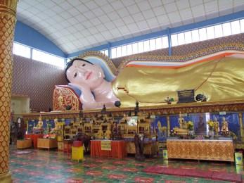bouddha allonge temple bouddhiste thai penang malaisie