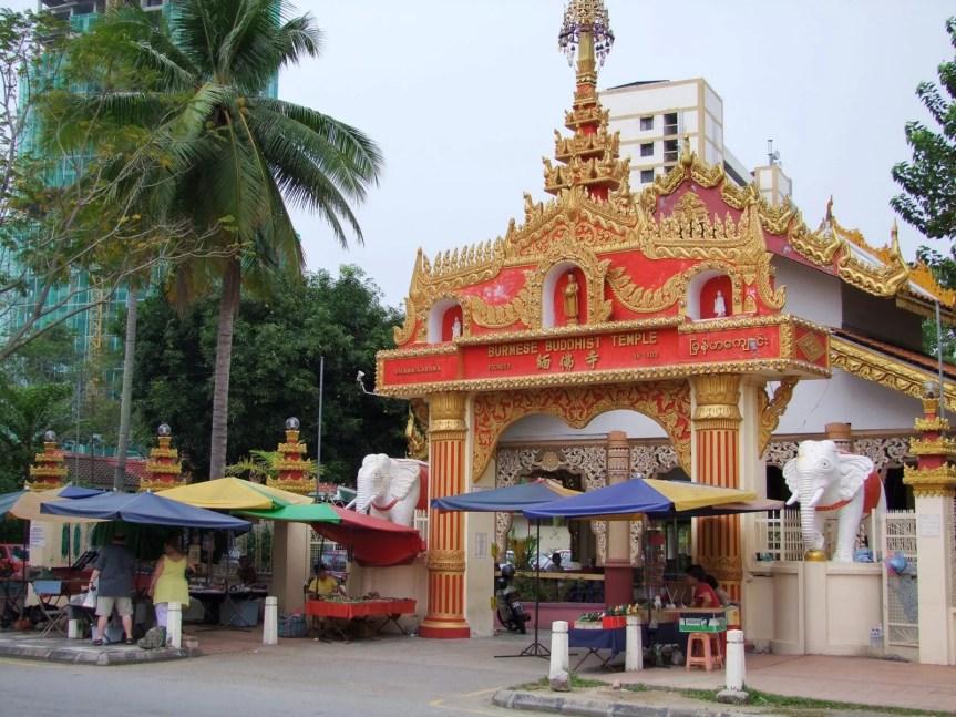 entrée temple bouddhiste birman penang malaisie