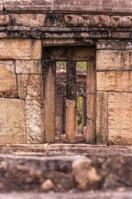 fenetre quadrangle polonnaruwa - sri lanka