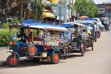 Range De Tuk Tuk Devant Le Marche Du Matin Vientiane Laos