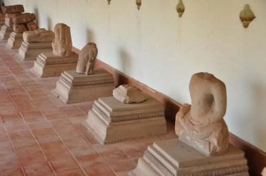 Restes de statue de Bouddha au Pha That Luang Vientiane Laos