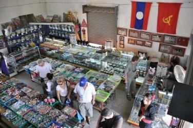 Touristes français à l'intérieur du Patuxai Vientiane Laos