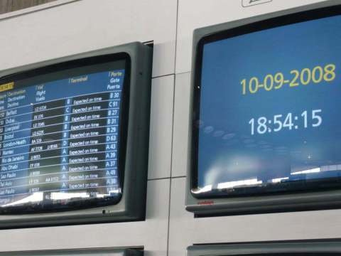 panneau arrivée aéroport