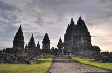 Temple Prambanan sur l'ile de Java.