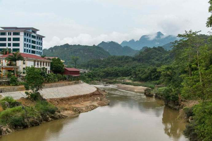 riviere traversant Ha Giang