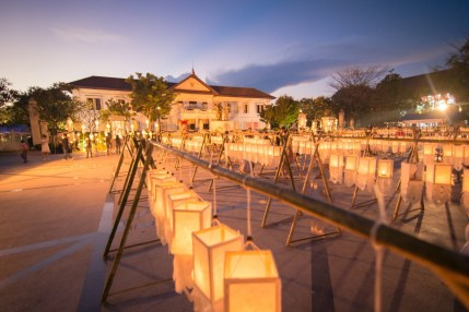 place loy krathong yi peng festival chiang mai - thailande