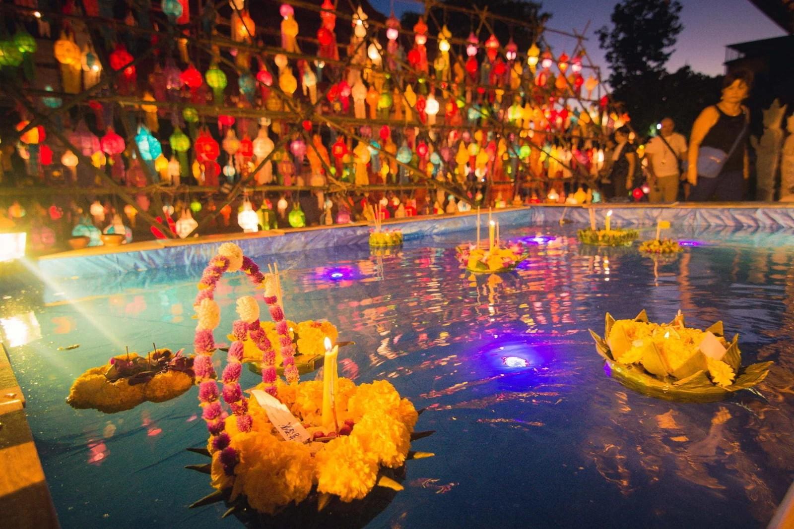 loy krathong yi peng festival chiang mai - thailande