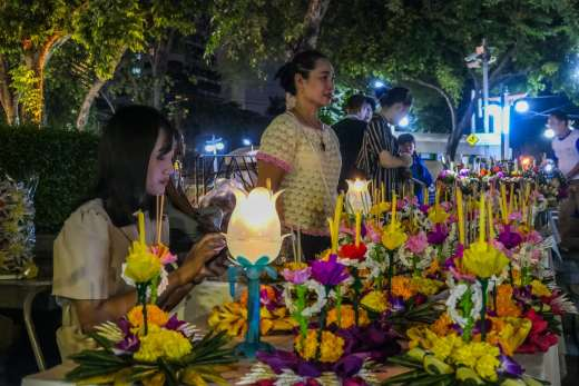vendeuse rue loy krathong festival bangkok