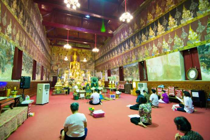 wat mahathat de nuit phetchaburi
