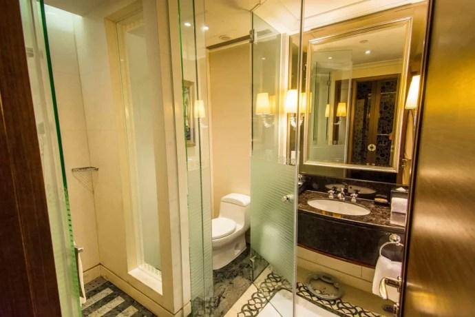 salle de bain sofitel macau at ponte 16 hotel
