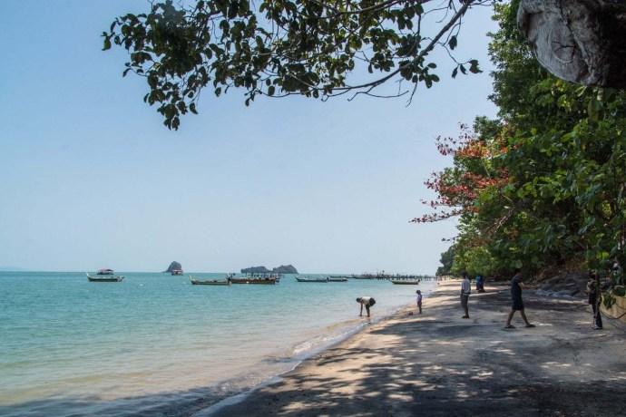 black sand beach langkawi - malaisie