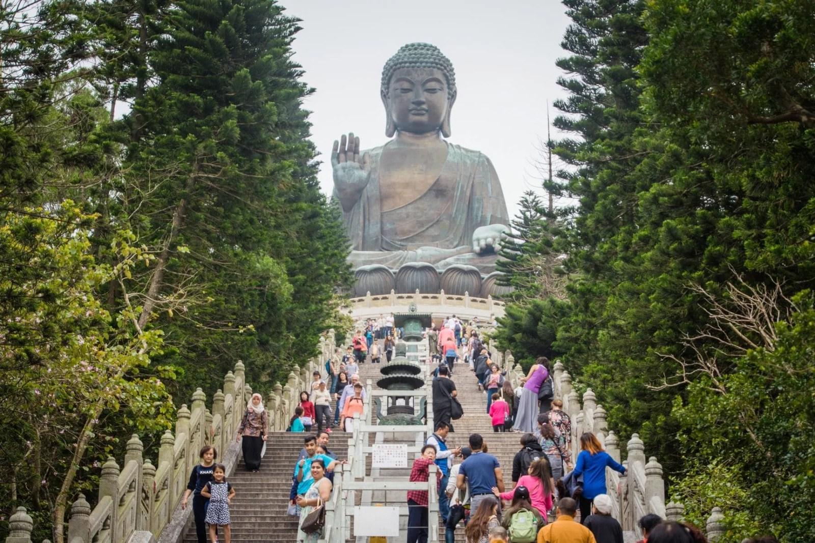 grande statue de bouddha tian tan à Hong Kong
