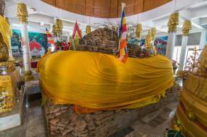 ancien chedi temple wat phra that pha-ngao - chiang saen - thailande
