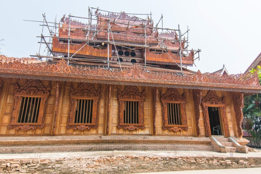 batisse bois wat pra dhat pha-ngao - chiang saen - thailande