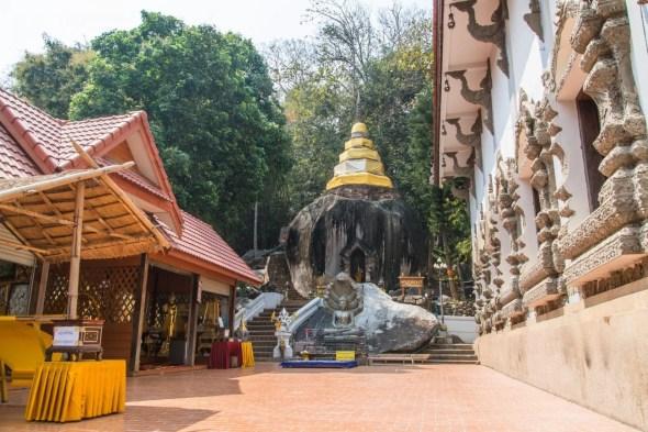 rocher wat pra that pha-ngao - chiang saen - thailande