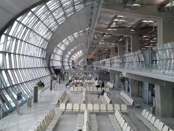 attente aéroport suvarnabhumi bangkok