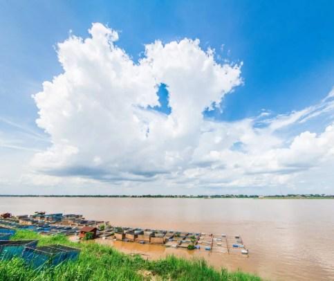 fleuve mekong mukdahan en juin