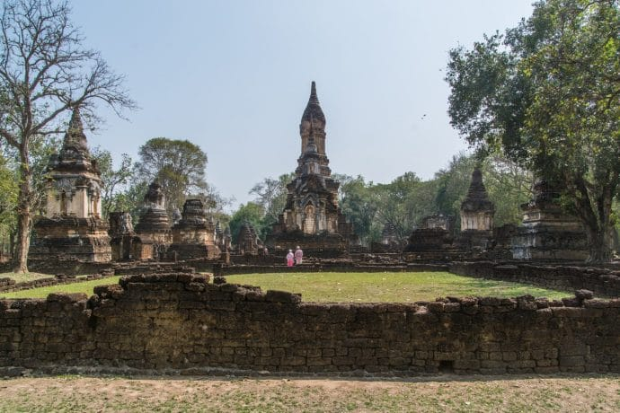 wat chedi chet thaeo - si satchanalai - thailande