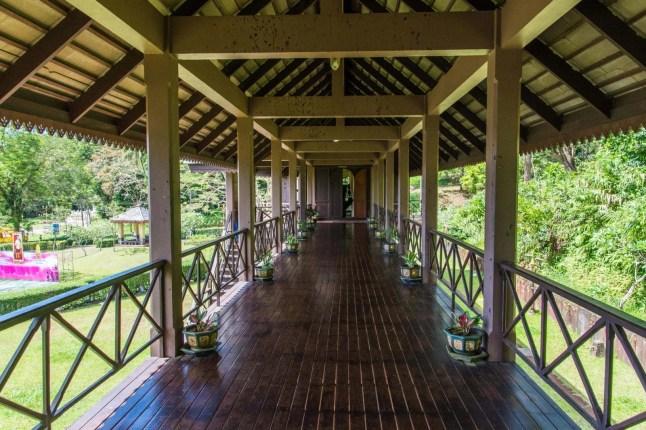 couloir etage rattanarangsan palace - ranong - thailande
