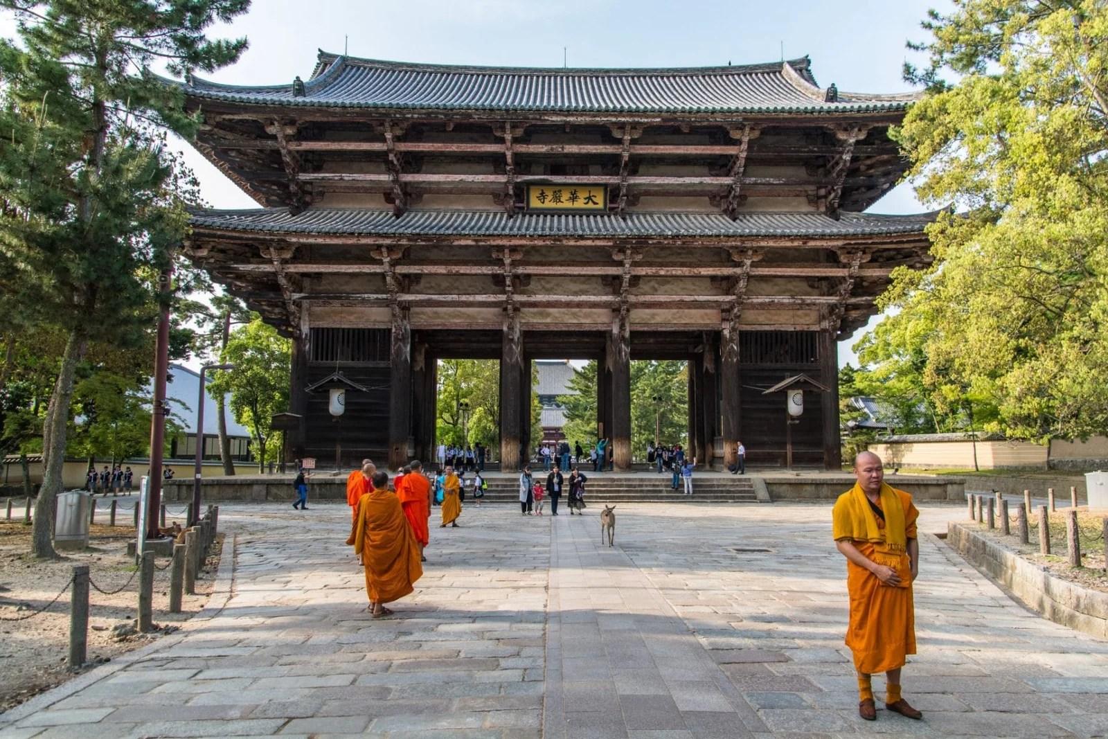 nandaimon porte de todaiji - nara - japon