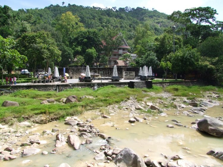 raksa warin hot spring ranong - thailande