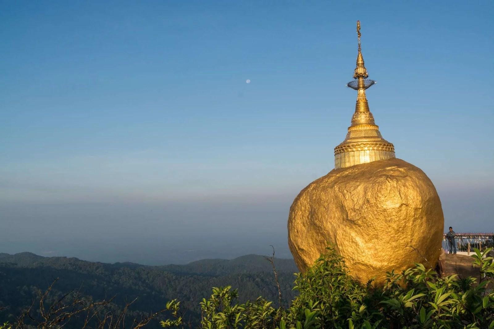 kyaiktiyo rocher or birmanie