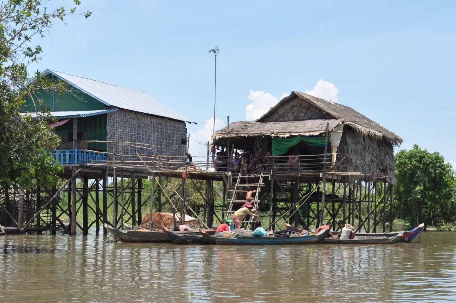 maisons pilotis lac tonle sap - cambodge