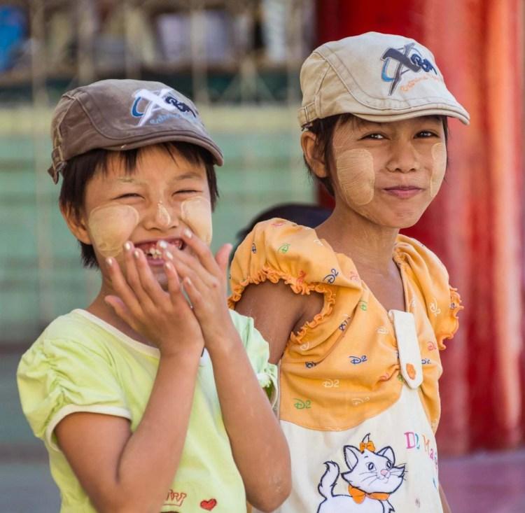 sourires jeunes filles birmanes