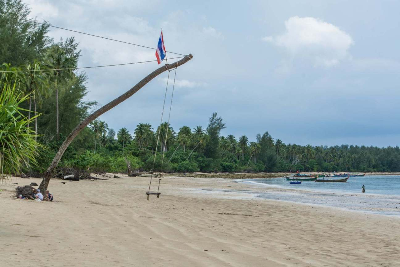 balancoire coconut beach - khao lak - thailande