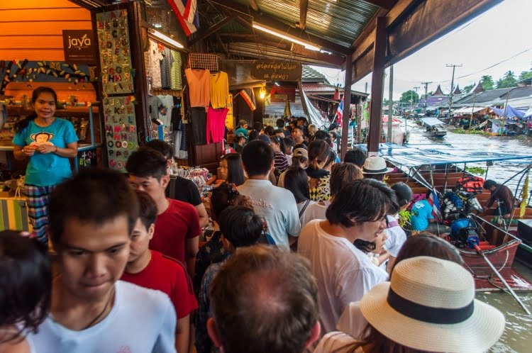 foule long canal amphawa - thailande