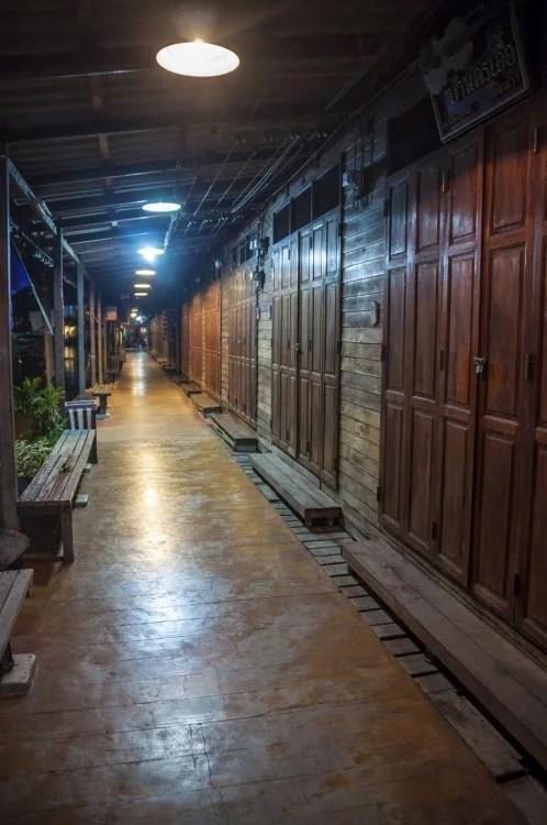 marché flottant amphawa soir - thailande