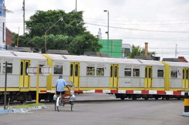 passage du train partant gare yogyakarta