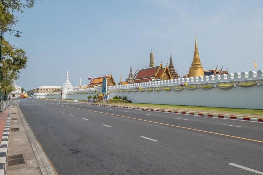 route devant grand palais vide crise coronavirus thailande