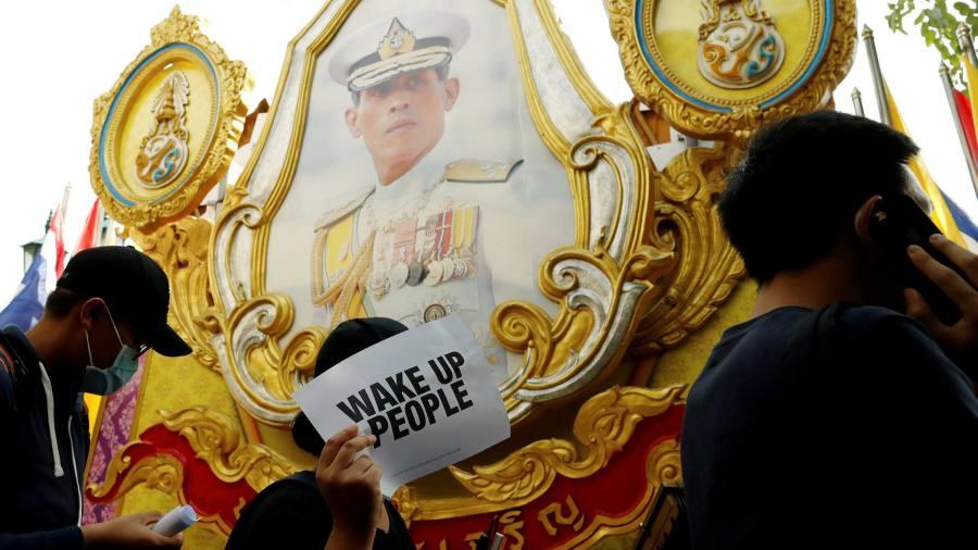 Un tribunal thaïlandais condamne une femme à 43 ans pour avoir insulté la monarchie