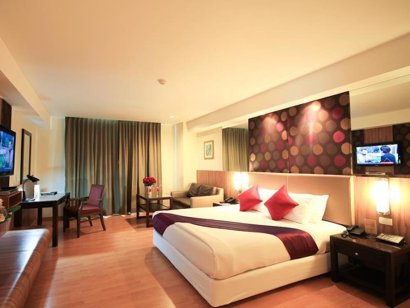 這間 Dynasty Grande Hotel 位於曼谷 BTS Nana 站附近。步行5分鐘即可到達。非常方便!