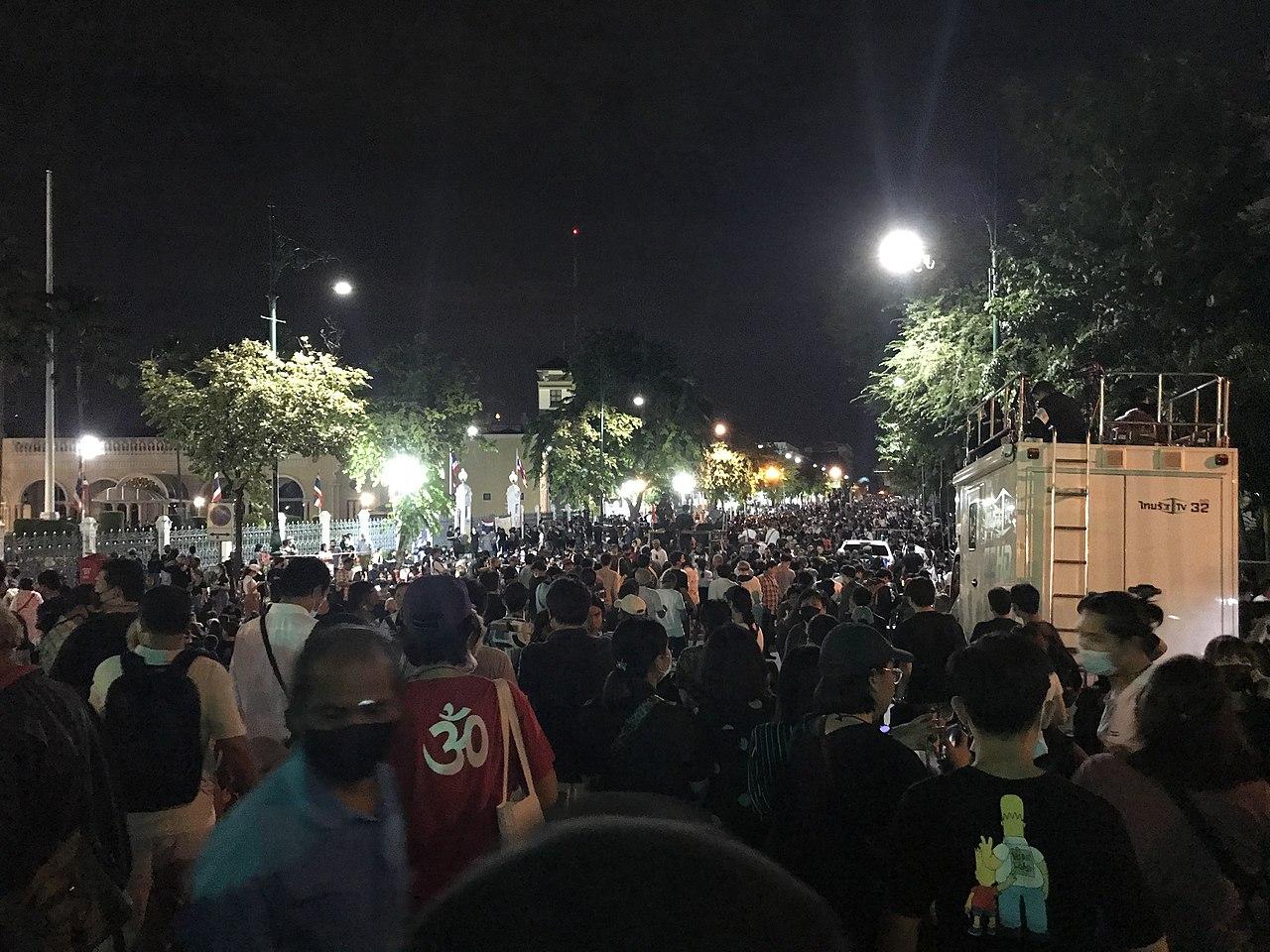 Ten People Arrested in Bangkok after Car Mob Incident