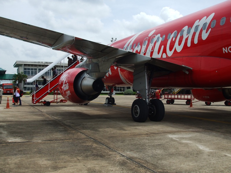 AirAsia airbus A320 www.airasia.com livery at Surat Thani Airport