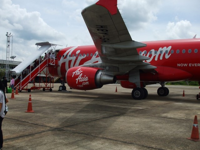 TAT, Air Asia introduce airline livery