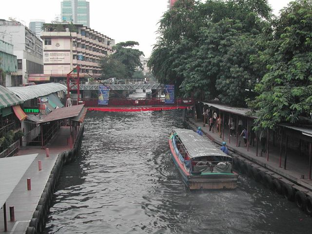 Curbs for canal boat operator, public vessels told to stop using LNG