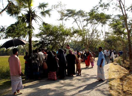People in the road in Barguna Sadar