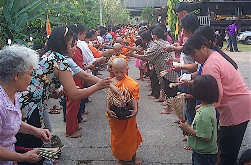 Buddhist worship in Uttaradit