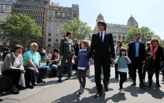 President Puigdemont walking through Barcelona