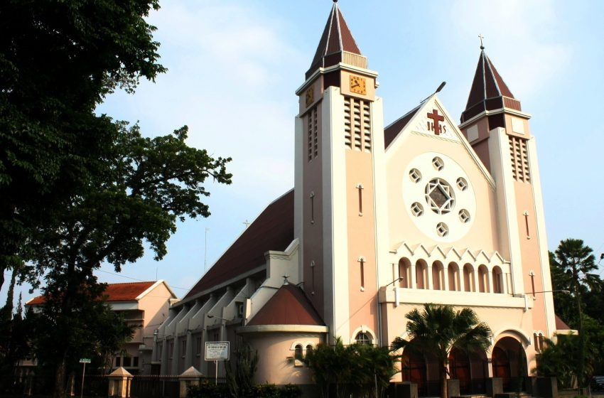 Nine injured, one dead after suicide attack on church in Indonesia