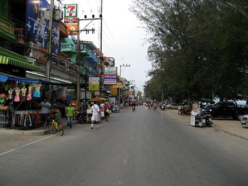 Cha-am Beach Road