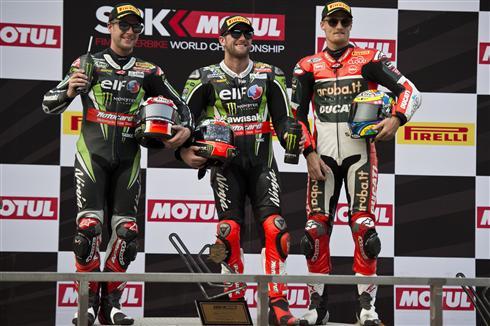 Tom Sykes and Jonathan Rea at Chang International Circuit in Buriram. Photo: Kawasaki Motors Europe N.V.
